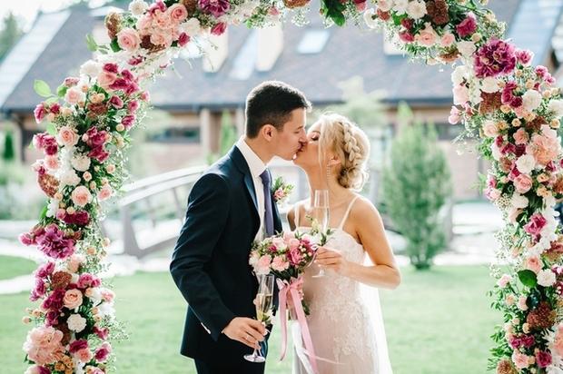 Outdoor wedding ceremonies in Hampshire