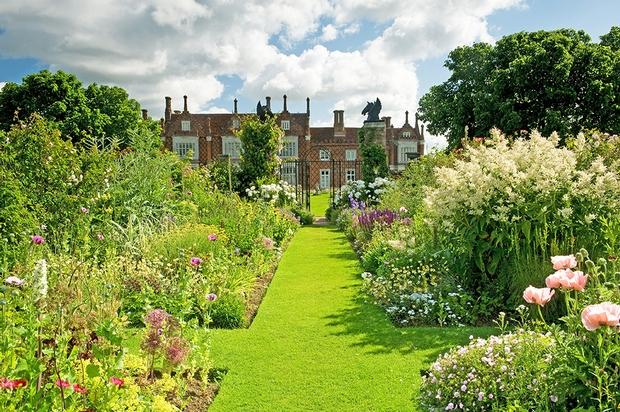 Picturesque Suffolk wedding venue wins Garden of the Year Award
